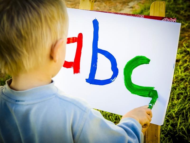 Когда лучше начинать учить ребенка английскому языку?